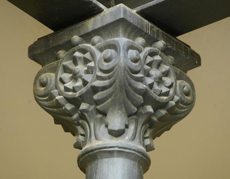Detalle de columna de los patios del Centre Cultural La Beneficència